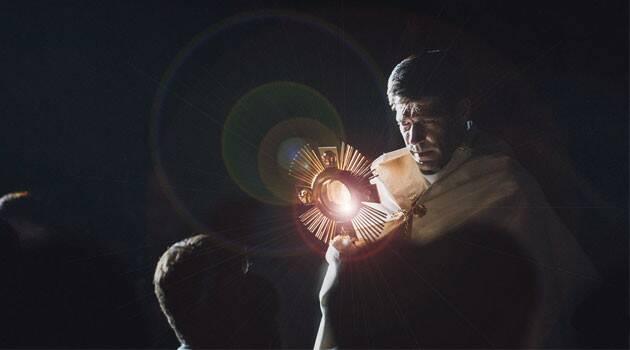 """Padre Patricio Hileman: En la Adoración Eucarística se """"ama a Jesús con el corazón de María"""""""