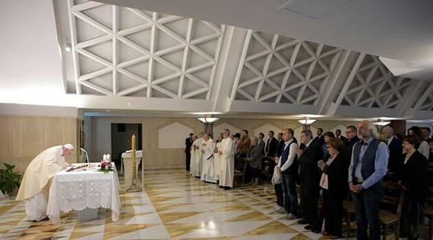 La enseñanza de Papa Francisco: Las ideologías cierran el corazón al Espíritu Santo