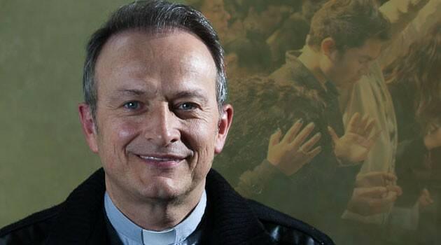 Decenas dicen haber sido sanados y liberados, al ser bendecidos por el sacerdote canadiense Ghislain Roy