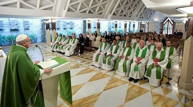 Sólo el poder de Dios nos salva y nos cura, exhorta Papa Francisco