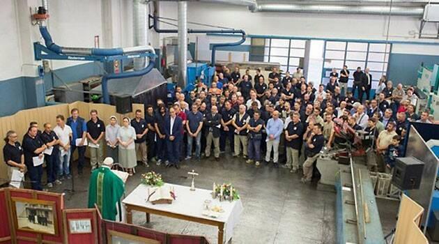 """El Papa celebra misa con obreros y recuerda que """"Jesús perdona todo, perdona siempre"""""""